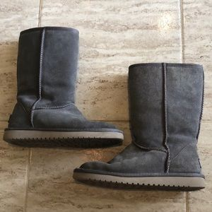Koolaburra by ugg gray suede boots size 6